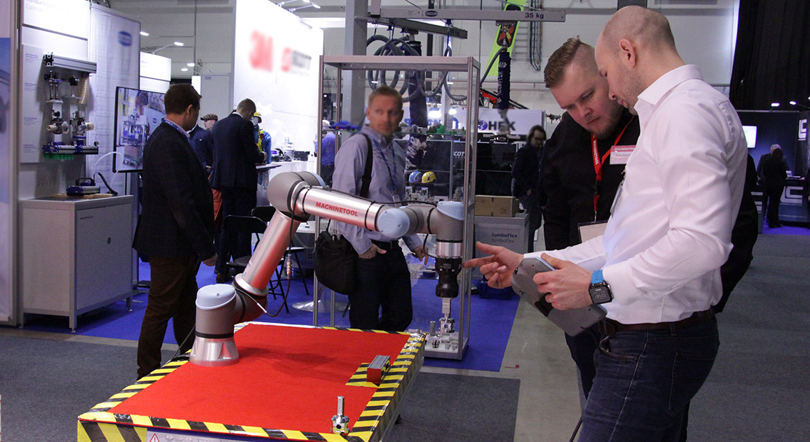 Uusi-Teollisuus-2019-UR-robotti