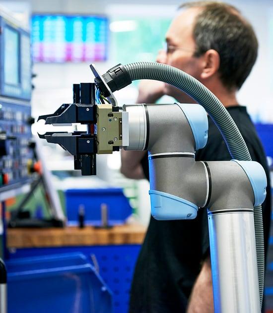 Robotiikka_Machine Tool_UniversalRobots